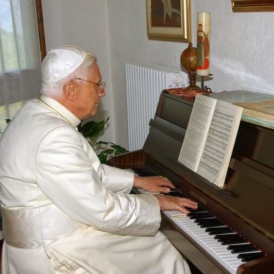 Bento XIV ao piano