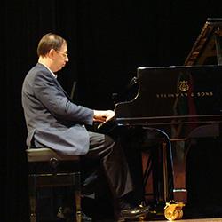 Carlos Santos Silva ao piano