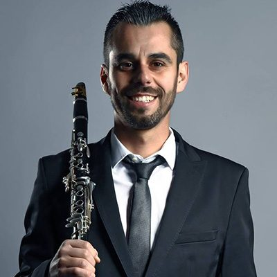 Edgar Cantante clarinetista