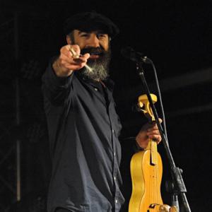 Paulo Meirinhos professor, músico e construtor de instrumentos tradicionais