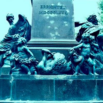 Cisne do Monumento a Ludwig van Beethoven perto da Konzerthaus em Viena