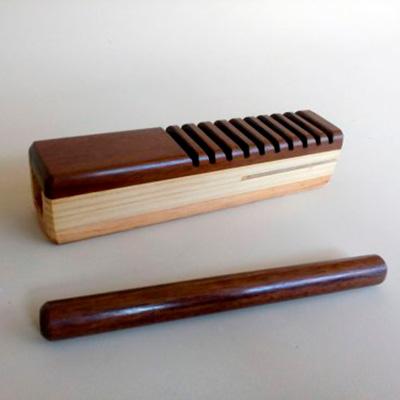 Reco-reco de madeira tipo bloco