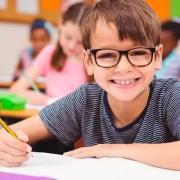 Criança na sala de aula