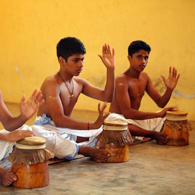 Mizhavu, mizhav, Índia