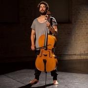 Compositor e violoncelista Guilherme Rodrigues
