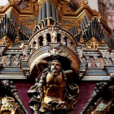 Órgão construído por D. Francisco António Solha/Sá Couto c. 1765, restaurado pela Oficina e Escola de Organaria, em 2010, opus 55.