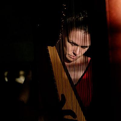 Angélica Salvi, harpista, créditos Renato Cruz Santos