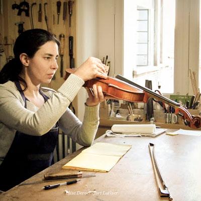 Elise Derochefort, luthier