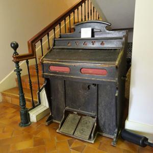 Harmónio existente no Museu das Termas, Caldas da Rainha