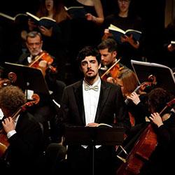 """Miguel Maduro-Dias, cantando em Coimbra a """"Paixão segundo São João"""", de J.S. Bach"""
