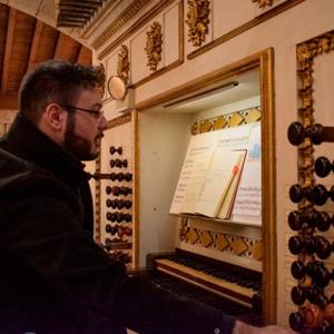Nuno Mimoso ao órgão da Igreja da Colegiada da Oliveira, Guimarães, foto Museu Alberto Sampaio