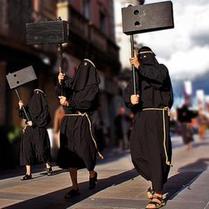 Farricocos com matracas na Semana Santa em Braga