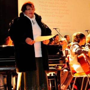 Graziela Vieira, poetisa, com a Orquestra Típica de Ourém
