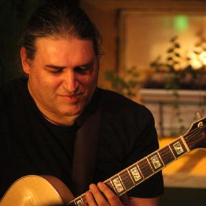 Carlos Peninha. guitarrista, de Viseu, ft Rui Peva