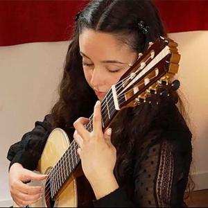 Alice Brandão, guitarrista, de Barcelos, créditos Galérie des Luthiers