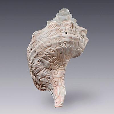 Trompeta de caracol com cena de combate, Coleção de Arte Pré-Hispânica, Museu Amparo, Puebla